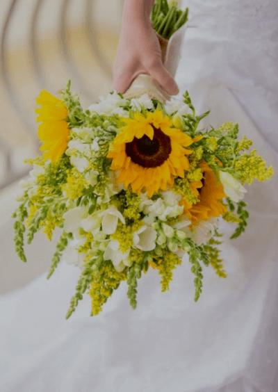Цветы свадебные букеты в желтом цвете с полевыми цветами тюльпанов москва доставка