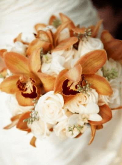 свадебный букет бежевые пионы