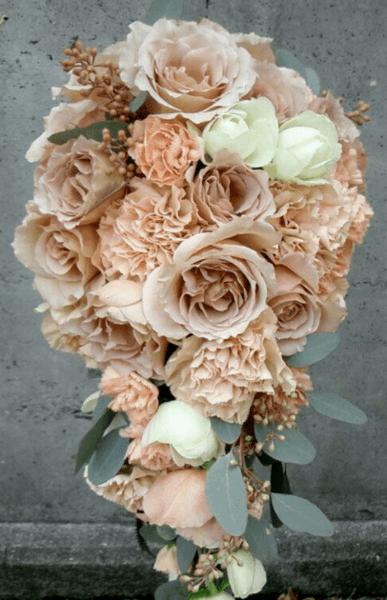 букет невесты бежевый с розовым