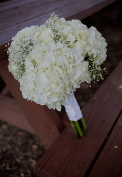 букет невесты из гортензии и фрезии