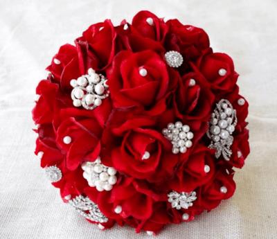 букет невесты из красных роз фото