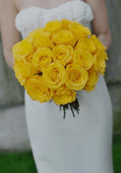 букет невесты с желтыми цветами