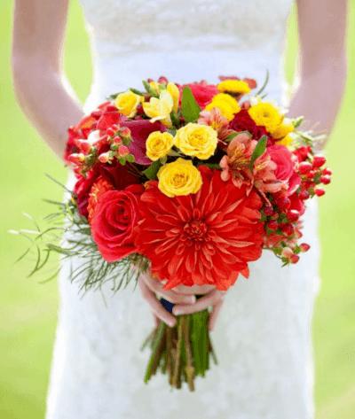 букет невесты из белых хризантем