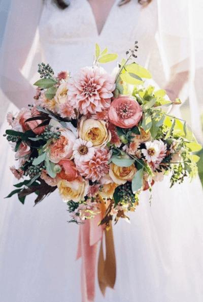 свадебный букет нежного цвета