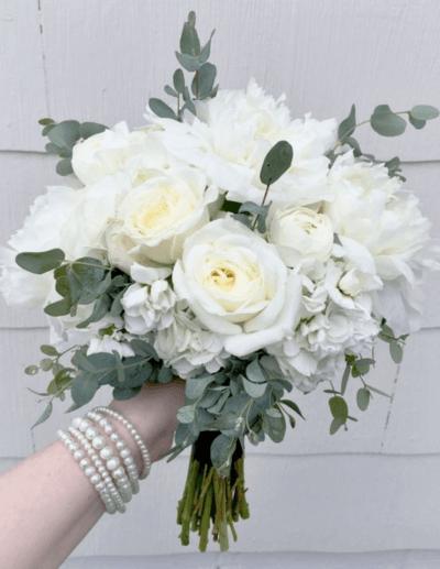 букет невесты из белых роз фото