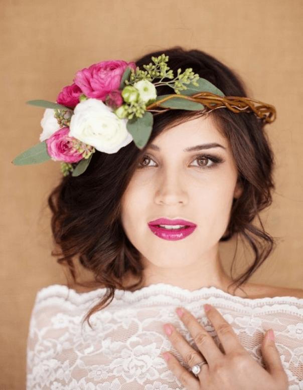 прически под свадебное платье