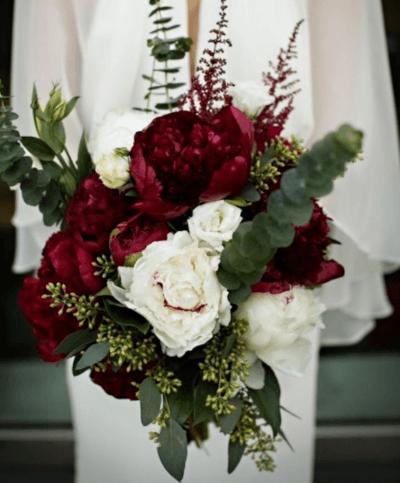 необычный букет невесты красный