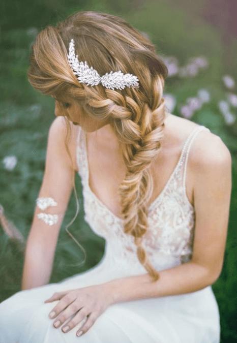 прически на свадьбу с косами