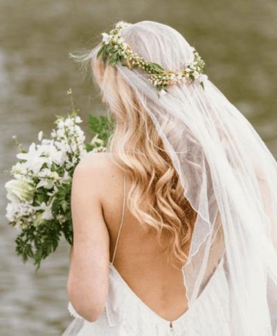 прически на свадьбу с распущенными волосами