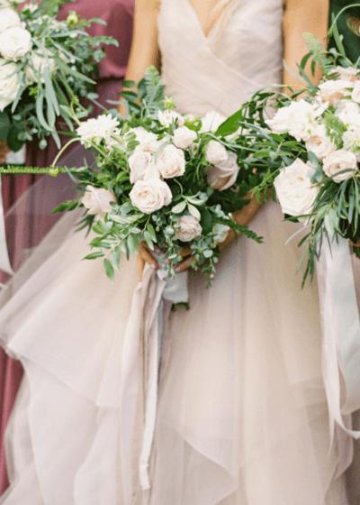 букет невесты к платью айвори
