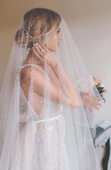 прически на свадьбу на средние