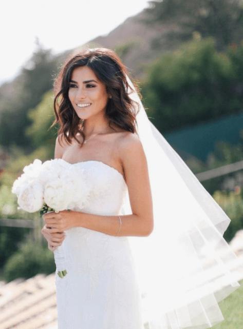 прически на каре с удлинением на свадьбу