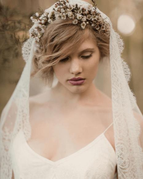 прически на каре с челкой на свадьбу