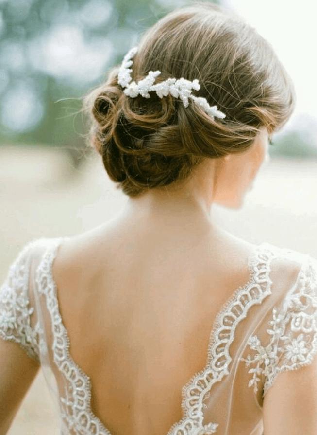 прически с диадемой на свадьбу