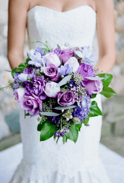 свадебный торт с фиолетовыми цветами