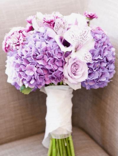 свадебный букет из гортензии и фрезии