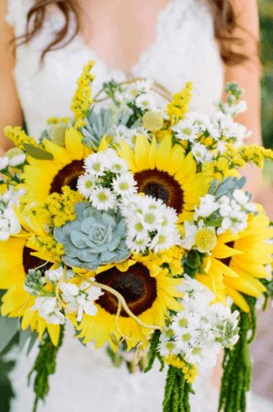 букет невесты розы и ромашка