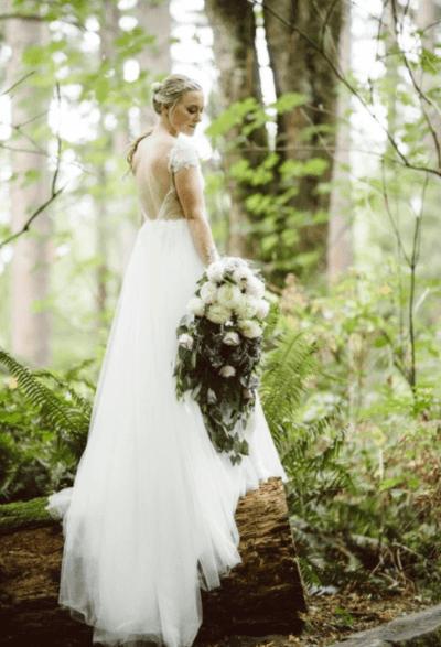 свадебный букет из белых хризантем