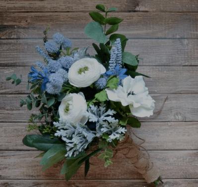 свадебный букет с голубыми цветами