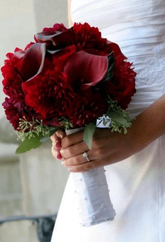 зелено красный букет невесты