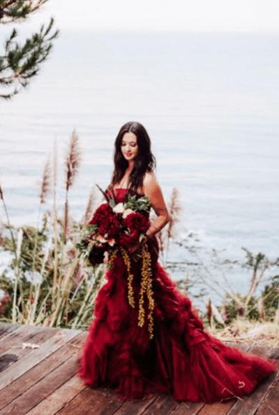 бордовая свадьба наряды гостей