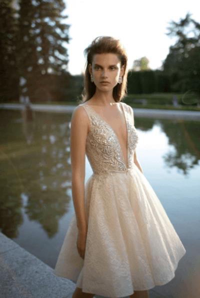 короткое приталенное свадебное платье