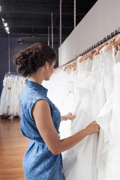 кто должен покупать платье невесте