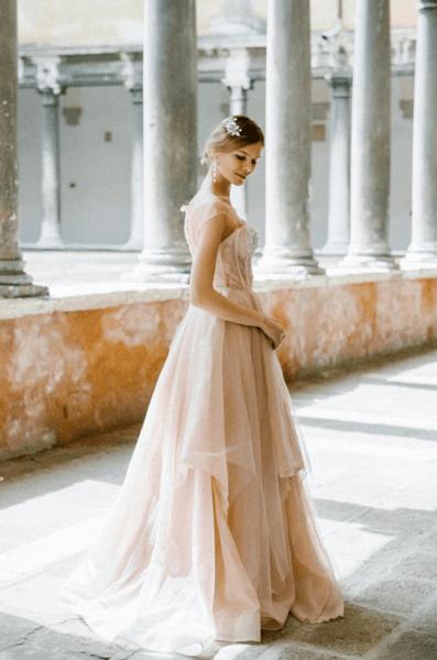 пудровое свадебное платье фото