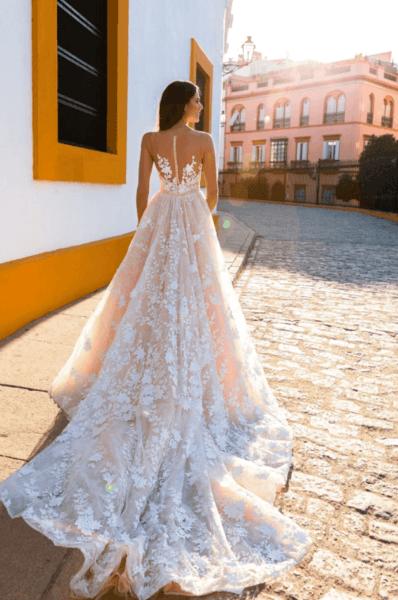 свадебные платья со шлейфом и открытой спиной