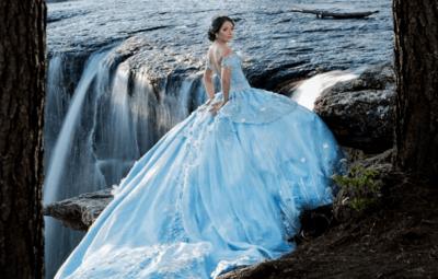 свадебное платье с синим поясом