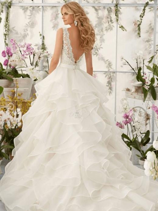 свадебная прическа к пышному платью