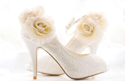 белые туфли на танкетке на свадьбу