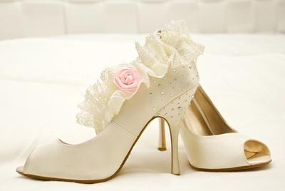 белые туфли на с каблуке на свадьбу