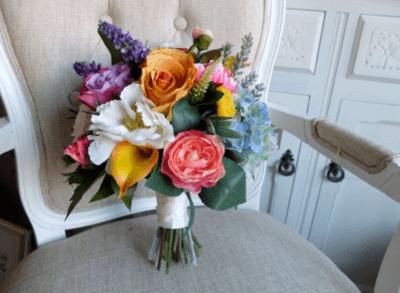 букет невесты из кустовых роз и пионов