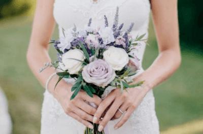 Яркий свадебный букет невесты