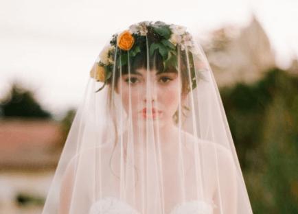 свадебные прически с распущенными волосами и фатой