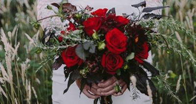 свадебный букет из красных роз